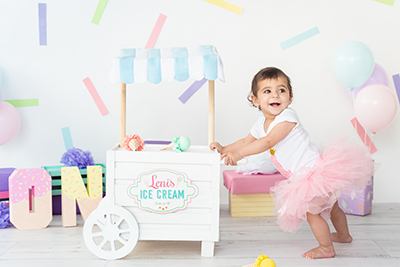 צילום תינוקת גיל שנה רקע גלידה - צלמת רוני ישראל