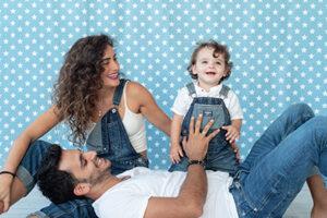 צילום משפחתי - רקע כחול עם כוכבים - צלמת רוני ישראל